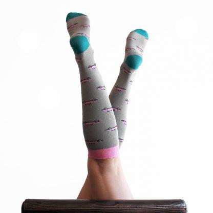 McQueen caña alta - Calcetines divertidos mujer
