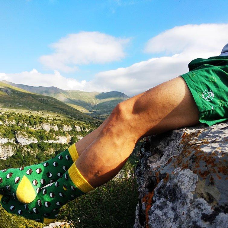 Calcetines divertidos hechos en España orgánicos orgánicos sobre fondo natural